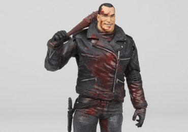 Skybound's SDCC 2106 exclusives Walking Dead Negan action figure