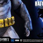 The Dark Knight Batman statue from Prime 1 Studios, multiple batarangs