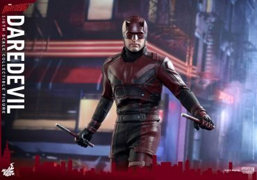 Sixth Scale Hot Toys Netflix Daredevil action figure with billy clubs