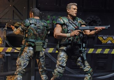 NECA Toys Aliens Action Figures Marines Hicks and Hudson 2 pack, back to back