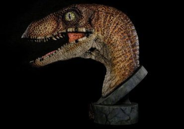 Chronicle Collectibles Life Size Jurassic Park Raptor Bust, side 2