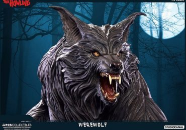 Pop Culture Shock The Howling Werewolf Statue, close face view