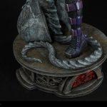 Sideshow Premium Format Huntress statue, base