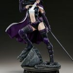 Sideshow Premium Format Huntress statue, side view