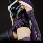 Sideshow Premium Format Huntress statue, mid section
