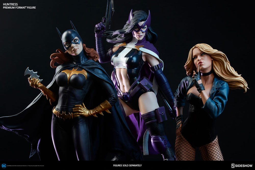 Sideshow Premium Format Huntress statue, with Black Canary and Batgirl