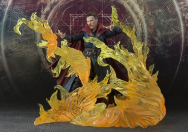 S.H.Figuarts Doctor Strange action figure with exclusive burning flame